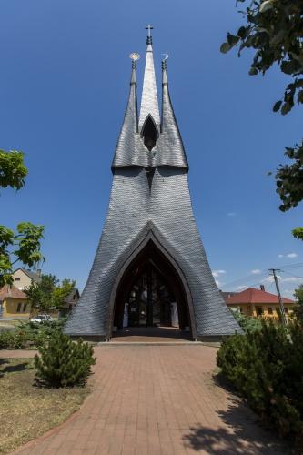 Szentlélek Templom (Makovecz templom)
