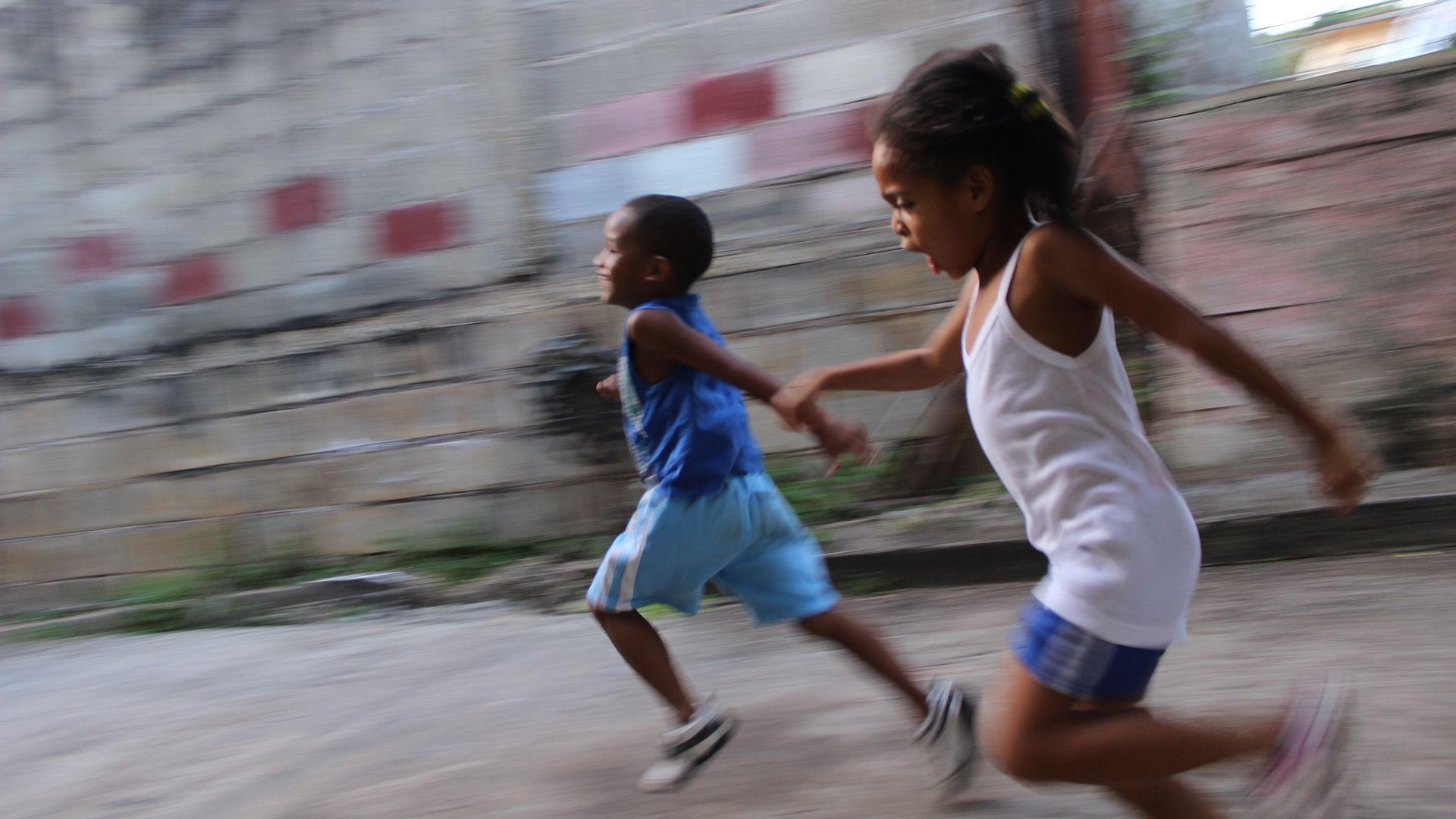 STADAT – Születéskor várható átlagos élettartam, átlagéletkor (–)